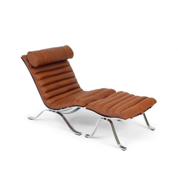 Ari fåtölj i cognac-färgat läder Elmotique 43807. Design: Arne Norell 1966.