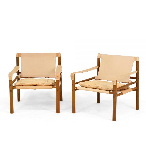 Sirocco från Norell Möbel. Design: Arne Norell. Plymåläder 8805 natur, stödläder 9300 natur, trästomme i oljad teak.
