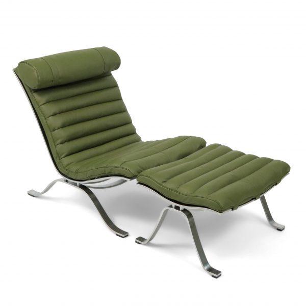 Ari fåtölj från Norell möbler i olivgrönt läder från Tärnsjö Garveri. Design: Arne Norell 1966.