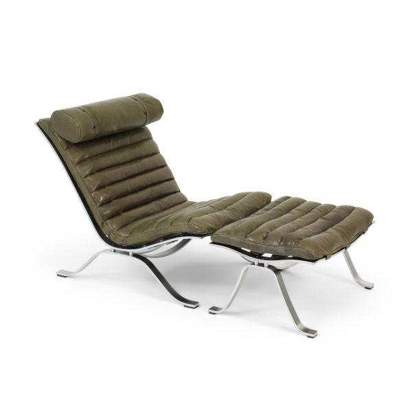 Ari från Norell Möbel i olivgrönt läder. Design Arne Norell.