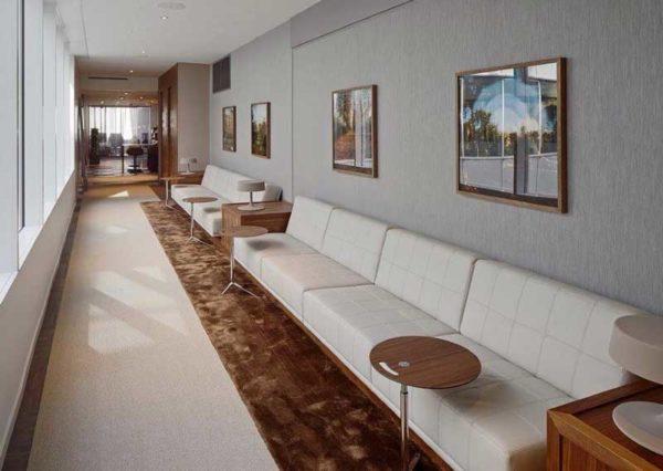 Look soffa i ljust läder, design Ulla Christiansson för Norell Möbel